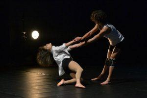 Oficina Improvisação em Movimento com Sara Machado