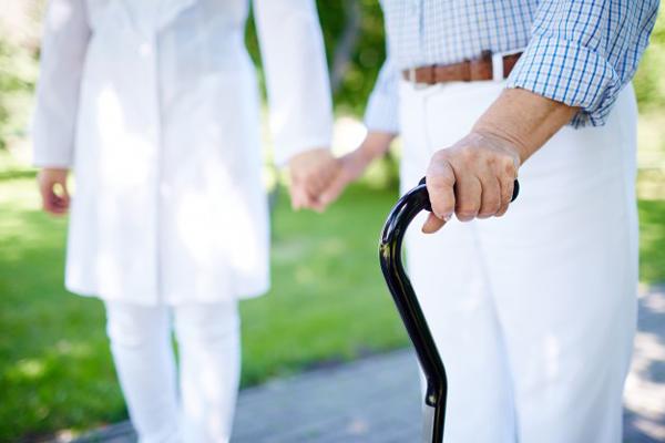 Cuidar de idosos com dependência física e mental