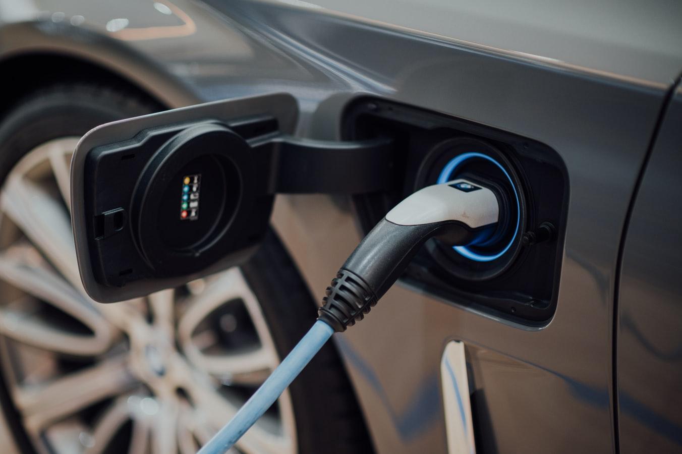 Feira de veículos elétricos e híbridos na Ribeira Grande